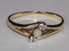 18 kt yellow gold Art Nouveau ring with 10 diamonds (0.10 ct) and 1 Orient pearl