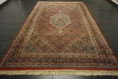 Magnificent hand-knotted oriental carpet, Indo Bidjar Herati with medallion, 202 x 308 cm, made in India