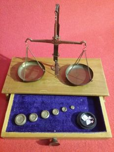 Antique balance scale from approx. 1930 for weighing gold from India