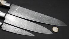 Set of three handcrafted Damask knives - 1 very long/wide chef's knife, 1 middle sized chef's knife, 1 shorter chef's knife - 200 + layers of damask steel - handle made of stag antlers.