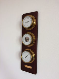 Weather station in three parts: barometer, thermometer and hygrometer in brass on wooden board