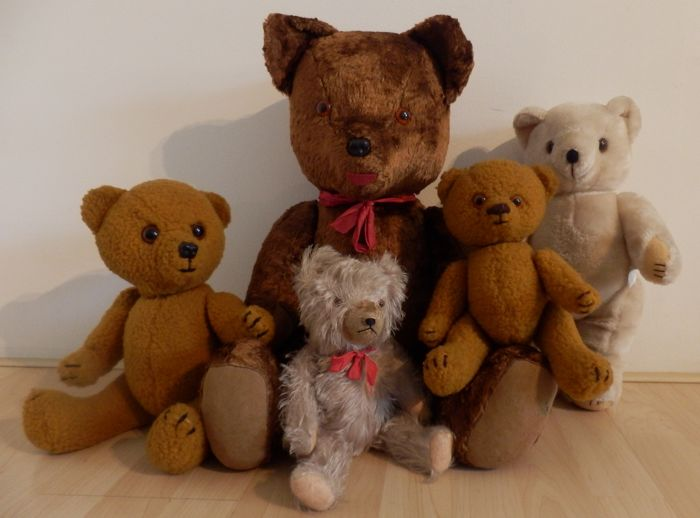 5 Old teddy bears, 1 with hum and 1 with beeper.