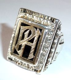"""Antique men's ring with initials """"PH"""" / """"HP"""" 800 silver with solid 14 kt gold adornments"""