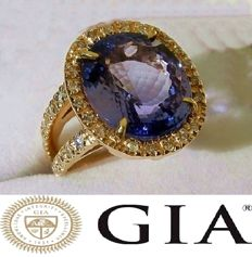 Ring with 12.98 ct Tanzanite and Diamonds 18 kt/750 Yellow Gold - Size: 17.2 - GIA Certificate