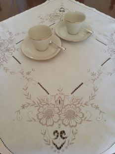 Tea tablecloth with embroidered roses. Italy.