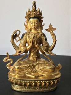 Representation of Bodhisattva Chenrezig in copper with gold patina - Nepal - Early 21st century.