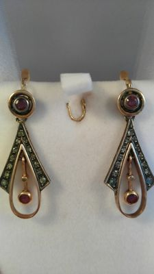 Earrings, 14 kt gold with diamonds and rubies – Early 1900s.