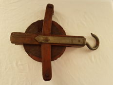 Heavy antique oak pulley (hoisting pulley or moving pulley), 1st half of the 20th century, Netherlands