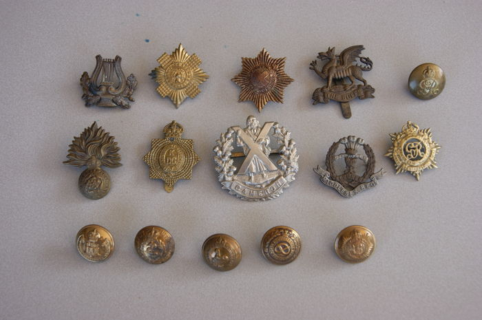 England - British Army Uniform Regiment 9 Badges & 6 Buttons - 1900/1920