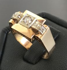 Art Deco Tank ring in 18 kt rose gold, adorned with a row of diamonds set on platinum