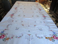 Multi coloured tablecloth embroidered with roses