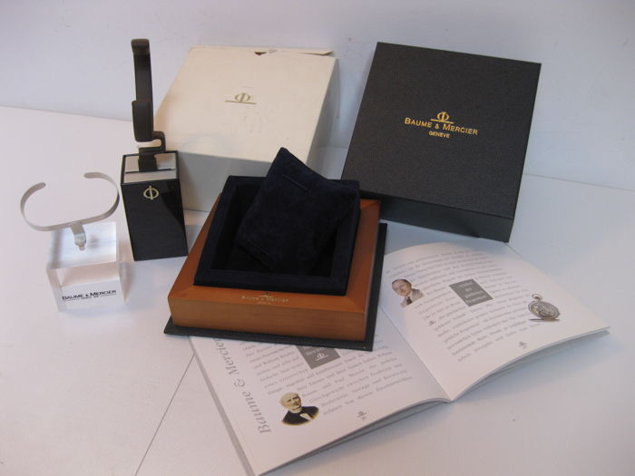 Baume & Mercier set, including box, light-coloured wooden watchholder and two display supports with instruction manual