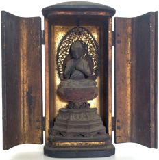 Remarkable, very rare, Edo period Buddhist butsudan or home altar with Dainichi Buddha 大日 - Japan - ca. 1820