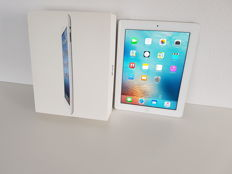 Apple Ipad 2 WIFI 16GB White complete in original box.