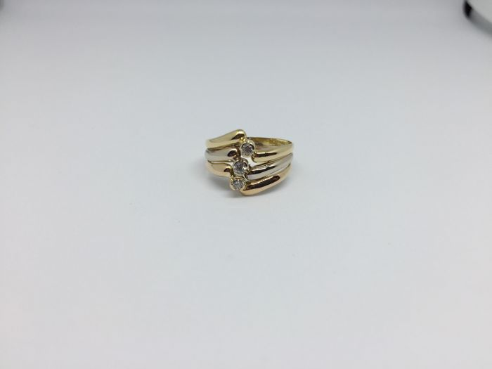 18 kt. Tricolour gold ring with zirconias. Ring size: 15.