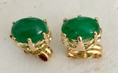 18 kt (750/1000) yellow gold earrings with oval cut emeralds weighing 1.10 ct - earring length 15mm and no reserve from one Euro and.