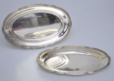 Two silver dishes / serving trays with pearl rim, Van Kempen, Voorschoten, 1921