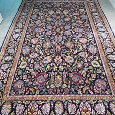 SPECIAL: Beautiful floral Tabriz Persian carpet with silk – 214 x 139 – very good condition – 700,000 knots/m2.