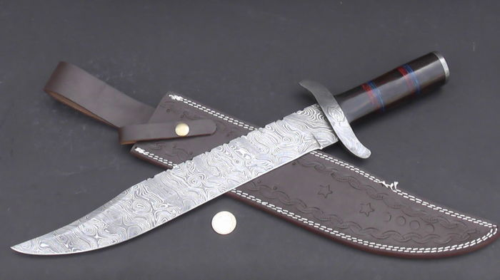 Handmade very long Damascus steel hunting knife - the handle is made of beech wood - with leather sheath - 200+ layers of Damascus steel