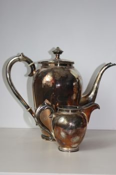 Silver coffee pot and creamer, D.J. Aubert, The Hague/Voorburg, 2nd half 20th century