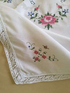 Romantic hand embroidered tablecloth - Italy - 1960s.
