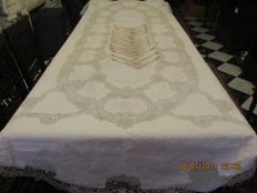 Large oval tablecloth + 12 napkins with beautiful embroidery and lace.