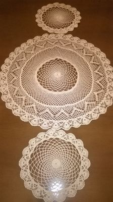 Three ecru doilies in entirely hand worked filet - mid 20th century -San Gallo