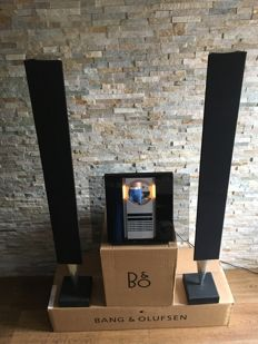 Bang and Olufsen - Beosound 3200 with wallbracket and a very nice set Beolab 8000 actieve speakers.