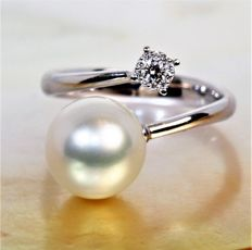 18 kt white gold ring with round Australian pearl, diameter 10-11 mm