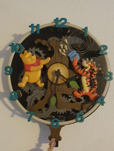 Disney, Walt - Singing & Musical Wall Clock - Winnie the Pooh & Friends (1980s/'90s)