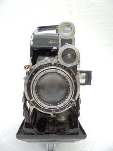 A Zeiss Ikon Super Ikon 531/2 made from 1936 to around 1953