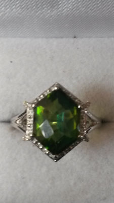 Gorgeous 3.96ct Brazilian Fern Green Quartz with African Diamonds Dress ring. Authentic.