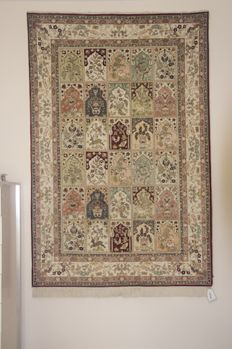 Hand-knotted carpet/Turkish/187 x 124 = 2.32 m²/6 kg//Always suspended/Turkish/Year 2011//original certificate///