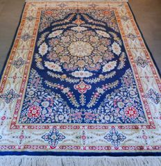 LUXURIOUS: Special completely silk XL Chinese Ghom carpet – 239 x 156 – unique luxurious design – COMPLETELY SILK