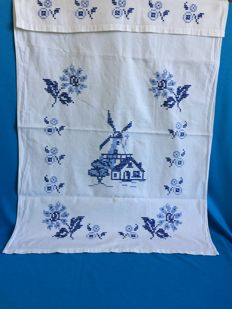 8 Piece lot cotton, of which 5 are hand-embroidered old  hand towels, apron and 2 hot biscuits.