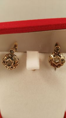 Gold earrings, 14 kt, with diamonds.