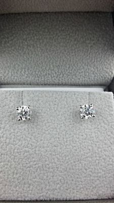 14 kt white gold stud earrings with round diamond of 1.04 ct, D/VS2.