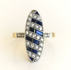 Marquise oval ring in two-tone 18 kt gold decorated with calibrated sapphires and brilliant-cut diamonds (1.45 ct in total).