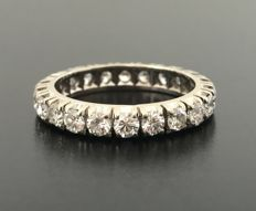 Eternity ring in 18 kt grey gold set with 22 brilliant-cut diamonds for a total of 2.2 ct – No reserve price