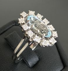 Sublime old Pompadour ring in 18 kt grey gold decorated with an aquamarine surrounded by diamonds.