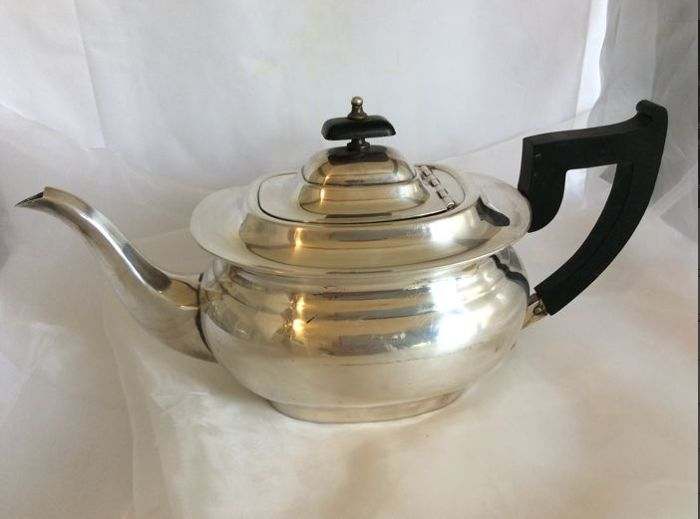 Silver plated Viners of Sheffield tea set  cream  boat with stand and fruit bowl
