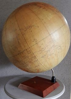 Rare old globe created by the first Dutch Globe Industry Zwolle