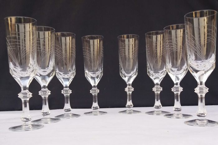 Lot of 8 glasses of finely chiselled cut crystal - France - 1920 circa