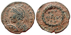 Roman empire - Julian II (361-363 A.D.) bronze maiorina (3,03 g. 20 mm.) minted in Arles. 361-363 A.D.. VOT / X / MVLT / XX within laurel wreath. SCONST