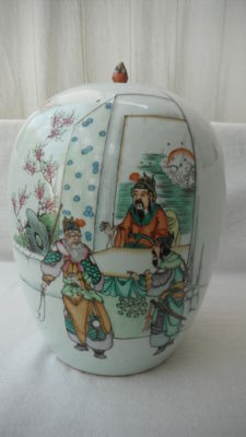 Pot enamelled in famille rose porcelain - China - 19th century.