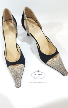 Women's Prada court shoes, size 35 (IT), MADE IN ITALY.