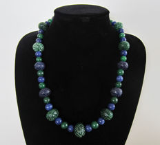 Engraved sapphire and emerald necklace - 14 kt gold - approx 580 ct