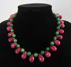 Emerald and ruby necklace – 14k gold – 769 ct – 46 cm