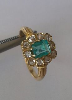 Gold 18 K - Diamonds and Emerald - 090ct ** NO RESERVE PRICE **