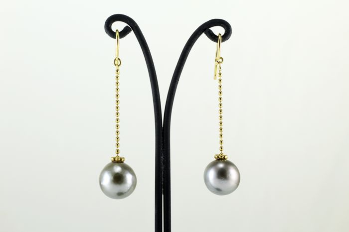 18 kt gold earrings with 12 mm Tahitian pearls **No reserve price**
